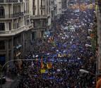 Miles de ciudadanos se concentran en Barcelona por la acogida de refugiados