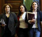 La navarra Ione Belarra, junto a Pablo Iglesias e Irene Montero en el Congreso