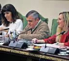 El cuatripartito defiende la colocación de la ikurriña frente a la oposición