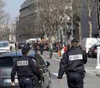 La explosión de un paquete bomba hiere a una persona en París