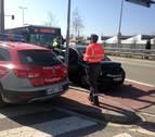 Choca contra un vehículo al intentar saltarse un semáforo en la carretera de Zaragoza