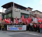 Delegados de UGT y CC OO en Navarra protestan contra los empresarios