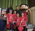 Sergio León y Raoul Loé visitaron a los alumnos del colegio Luis Amigó