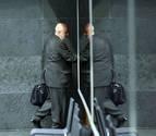 El consejero Mendoza coge la puerta tras 627 días de polémicas