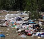 La basura regresa a las Norias tras las comida del Ángel en Tudela