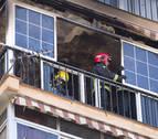 Un fallecido en un incendio que ha obligado a los vecinos a refugiarse en la azotea