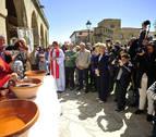San Guillén volvió a bendecir el vino en la fiesta de Obanos
