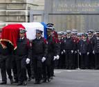 Homenajean al policía asesinado en los Campos Elíseos