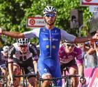 Gaviria gana en Messina y suma su primer doblete en el Giro