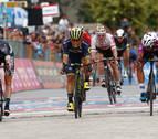 Caleb Ewan se estrena en el Giro en un final con 'photo finish'