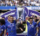 El Chelsea de Azpilicueta recibe el trofeo de campeón de la Premier