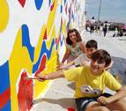 Fontellas pinta su mural para el proyecto Landarte