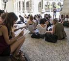 Los sindicatos en bloque piden que Educación retire la acreditación de interinos