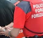 Detenido un conductor en Elizondo por salirse de la vía para lesionar a su pareja