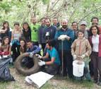 Sesenta pares de manos para el Arga en Barañáin
