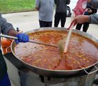 Estreno de los remodelados asadores con 600 tapas de paella en el Día de Lagunak