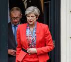 May, ante la tarea de retomar las riendas de su Gobierno tras la cascada de dimisiones