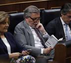 Los ministros, leyendo un libro o mirando el móvil