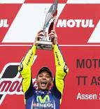 Rossi vuelve a ganar un año después