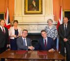 May cierra un acuerdo con el DUP para formar un nuevo gobierno en Reino Unido