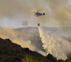 Se incorporan 22 medios aéreos al incendio de Sierra Calderona, que sigue activo