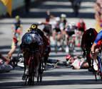 Demare saca del caos su primera victoria en el Tour