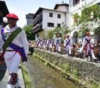 Lesaka y su bandera bailan sobre el Onín