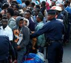 Francia expulsa a más de 2.000 refugiados de un campamento cerca de París