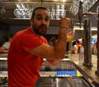 ¿Cuántos pasos da un camarero tras la barra de un bar en San Fermín?