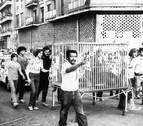 Hace 35 años: una leona, de paseo por las calles de Pamplona