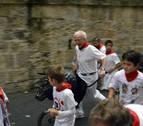 Cientos de niños participan en el primer encierro 'txiki' de San Fermín