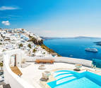 Santorini, paraíso de turistas y pesadilla para funcionarios griegos