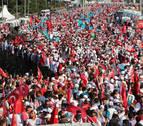 Una multitud recuerda en Estambul el primer aniversario del fallido golpe