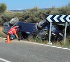 Dos heridos tras volcar en las Bardenas un coche cuyo conductor no tenía carné