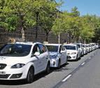 Los taxistas de Pamplona paran dos horas en la Avenida del Ejército