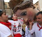Besos gigantes de despedida en fiestas de Tudela