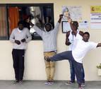 Entran en Ceuta 67 inmigrantes tras un asalto masivo a la valla fronteriza