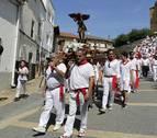 Cientos de personas acompañaron a San Miguel en Larraga