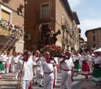 La procesión de los 'roqueros' y los quintos de Los Arcos