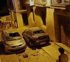 El desprendimiento de una cornisa en Lerín provoca daños en dos vehículos