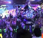 Helados de cirugía de órganos, platos con forma de retretes y bailes de robots