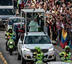 El papa Francisco llega con su mensaje de paz a Colombia