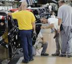 La plantilla de VW Navarra aprende a fabricar el nuevo Polo tirando de veteranía
