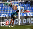 Barbosa sufre un golpe y abre la puerta de la titularidad a Ander Cantero