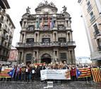 Adolfo Araiz, Bakartxo Ruiz y Laura Pérez firman a favor del referéndum del 1-O