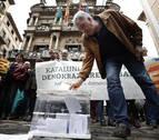 Concentraciones simultáneas en Pamplona para defender el referéndum y la unidad de España