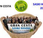 32 establecimientos aportan productos para sortear entre los clientes cuatro premios de una gran cesta