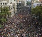Miles de personas colapsan las calles de Barcelona durante la huelga general