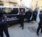 Rajoy ordena aguantar a los policías acosados en Cataluña
