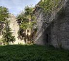 Los alumnos de Cantería comienzan a rehabilitar 525 m2 de muralla en la Ciudadela